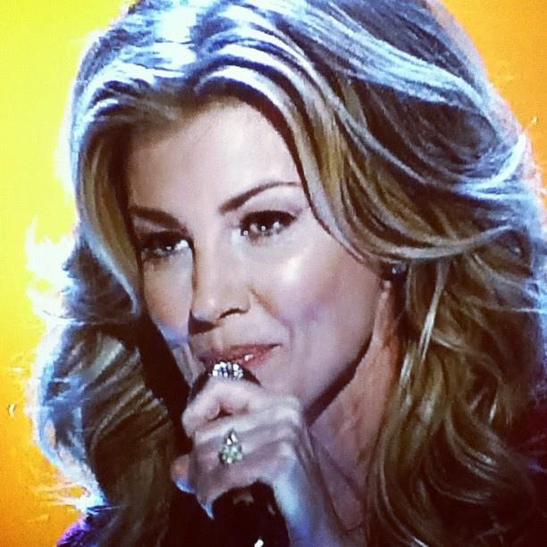 Faith Hill singing. Courtesy of http://www.flickr.com/photos/tsand/6682403535/