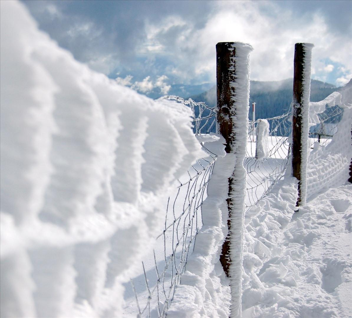 When the weather gets bad, like this image, athletic coaches should not permit their students to perform whichever sport they do. Photo courtesy of www.fotopedia.com.