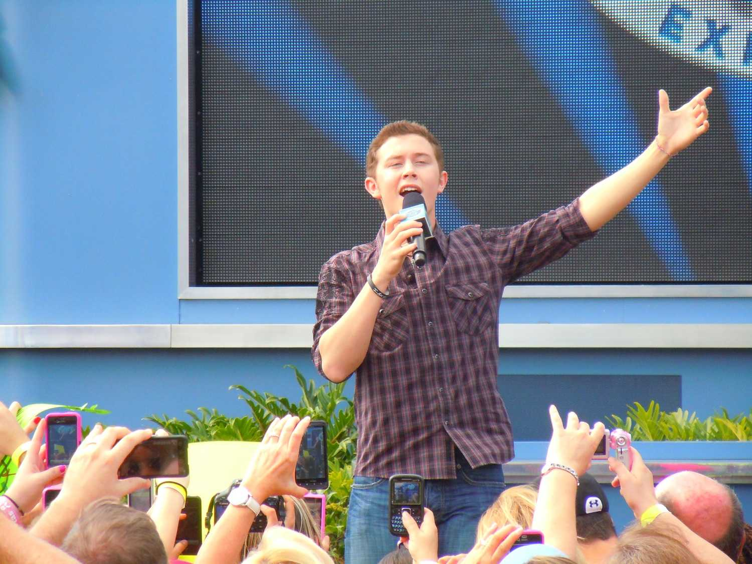 Scotty McCreery at Disney Hollywood Studios. Courtesy of http://www.flickr.com/photos/insidethemagic/5776263073/