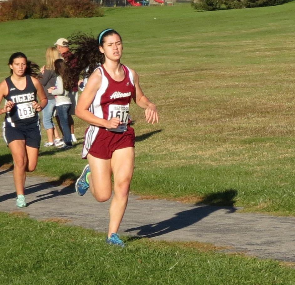 Shae Imler running in the Altoona Invite last fall. The invite contisit of a 5,000 meter race with over 12 teams competing.