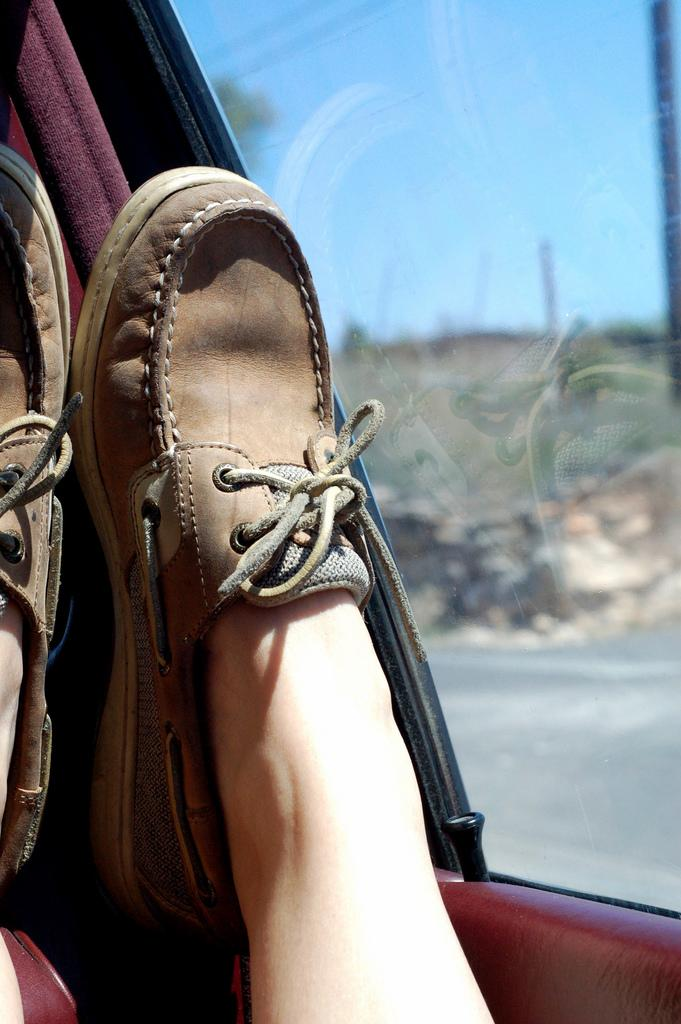 Photo brought to you by http://en.wikipedia.org/wiki/File:Girl_wearing_Sperrys.jpg