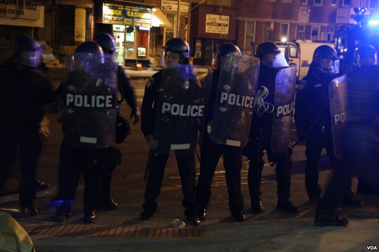 Photo+by%3A+http%3A%2F%2Fen.wikipedia.org%2Fwiki%2F2015_Baltimore_protests%0A%0AThis+picture+shows+just+how+dangerous+the+situation+in+Baltimore+was%2C+as+many+policemen+had+to+use+protective+gear+to+stay+safe.