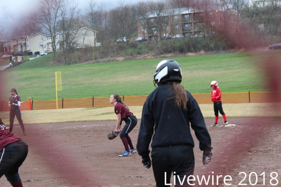 Catch.+Kylee+Wisor+waits+to+catch+the+ball+at+their+game.+Wisor+waited+and+helped+get+an+out.