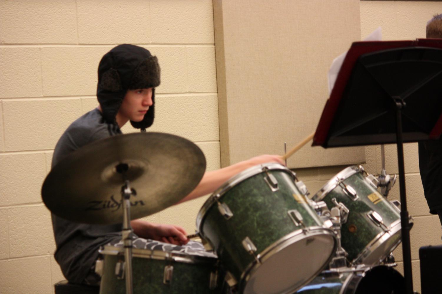 Seamus Sumac, jazz band one percussionist, prepares for his upcoming jazz band concert. On Dec. 17 they performed five joyful holiday songs.