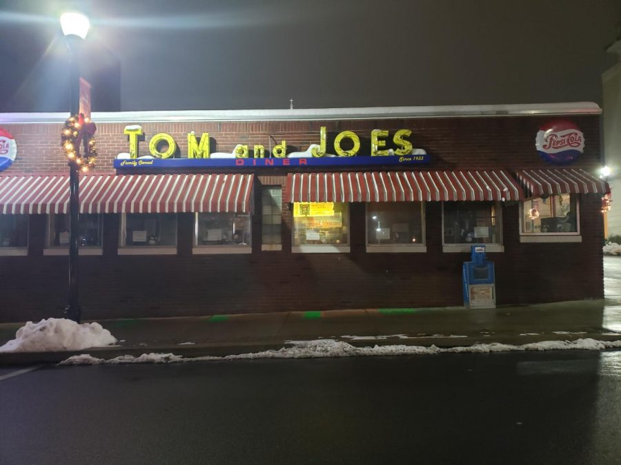 The world wide pandemic doesn't take away from Tom and Joe's dining experience.  They continue to stay open and take care of their customers