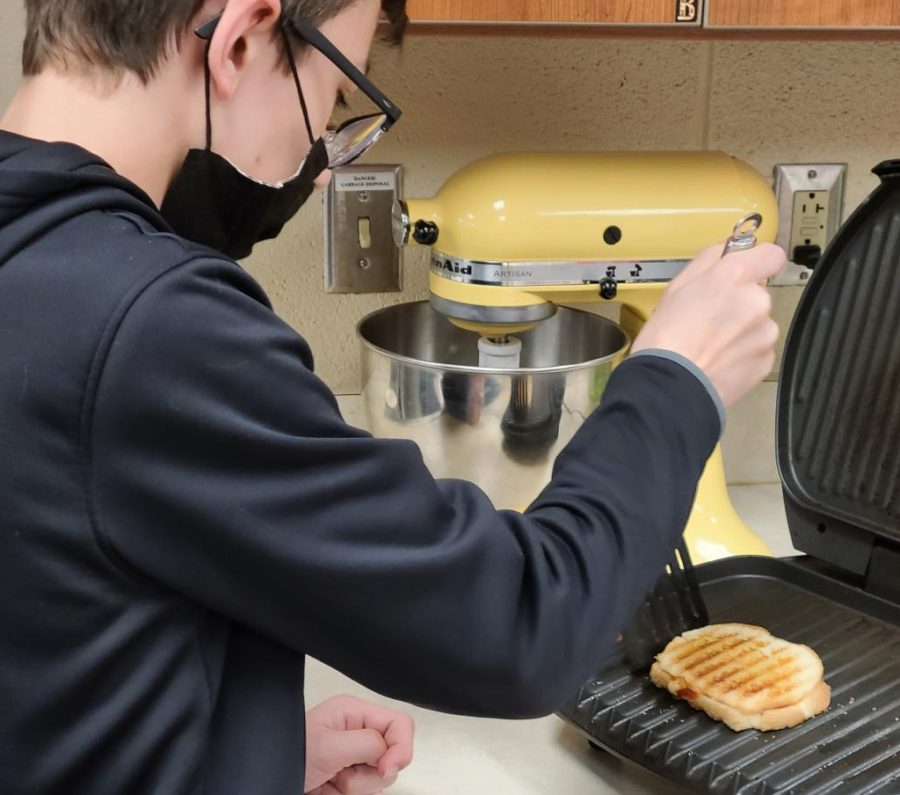 Cook%2C+eat%2C+repeat.+%22I+really+enjoy+preparing+the+food+and+getting+to+taste+it+when+I%27m+done%2C%E2%80%9D+sixth+grader+Alec+Layton+said.+Layton+helps+his+mom+in+the+kitchen+during+every+meal+and+loves+to+taste+test+the+food.+